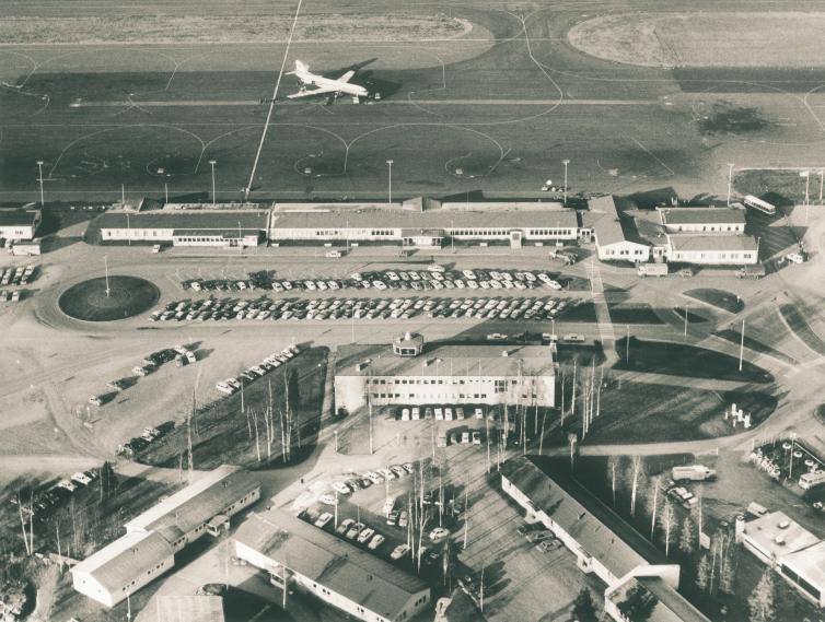 Photo: Aerial Photo Salminen, Helsinki City Museum The airport building as it appeared in 1965
