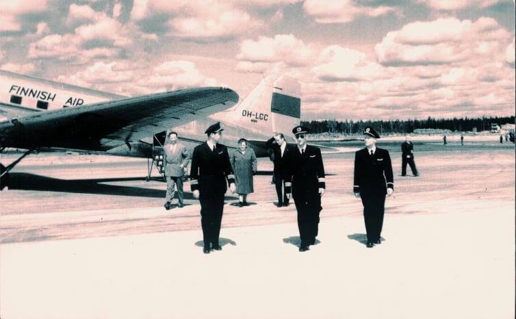 the first two aircraft landed at the new Helsinki Airport in the form of Aero Oy's DC-3s