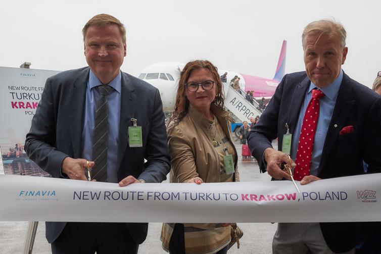 Ribbon cutting at Wizz Air's route opening ceremony.