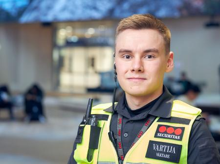 Portait of Helsinki airport guard Mikael Kuisma.