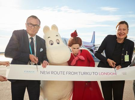 Ribbon cutting at Turku-Luton route opening ceremony.