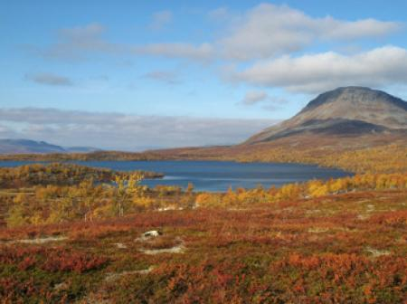 A scenic view of a lake and mountain at Lapland.