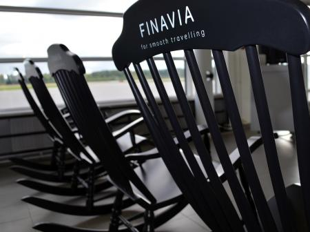 vaasa_airport_rocking_chair_001.jpg