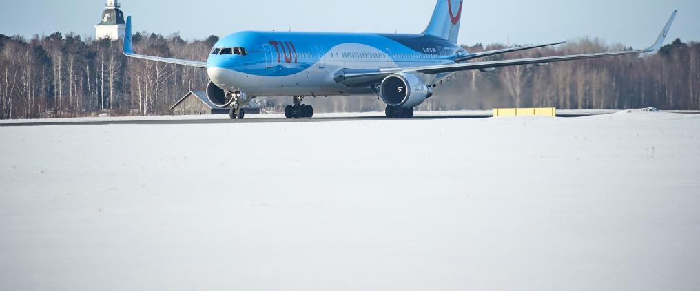 TUI's airplane in a snowy airport