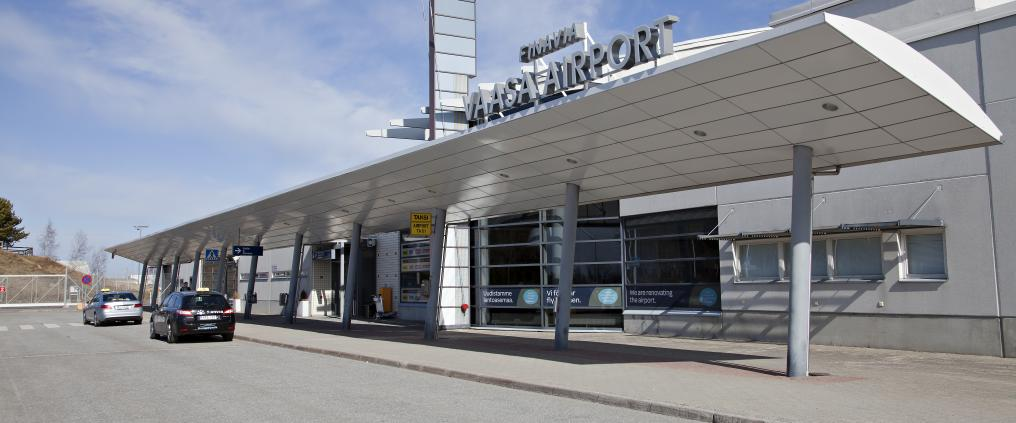 Facade of Vaasa airport.