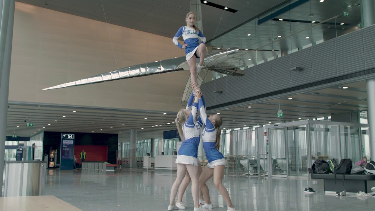 Thumbnail from the video with title Cheerleaderit Helsinki-Vantaan eteläsiivessä